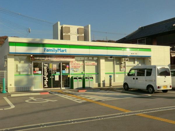 ファミリーマート曙川東1丁目店245m