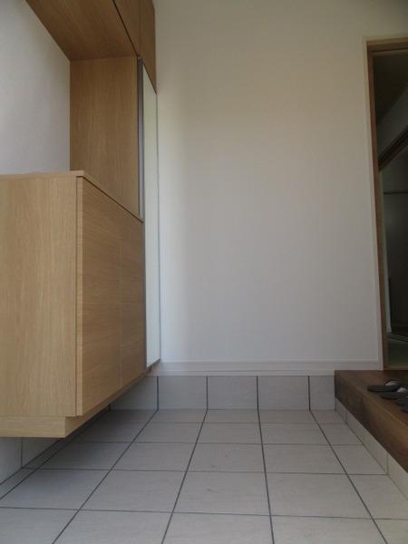 ※写真は6号地内装写真となります(玄関)