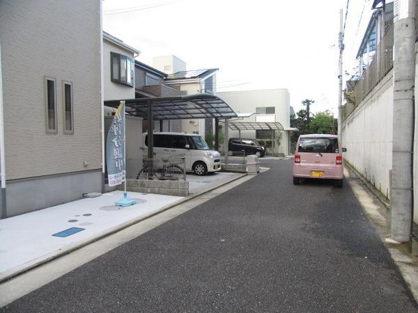 前面道路も広く駐車もしやすいですね