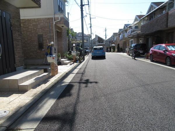 前面道路含む街並み