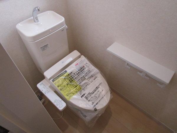 温水洗浄便座付きトイレ(内装)